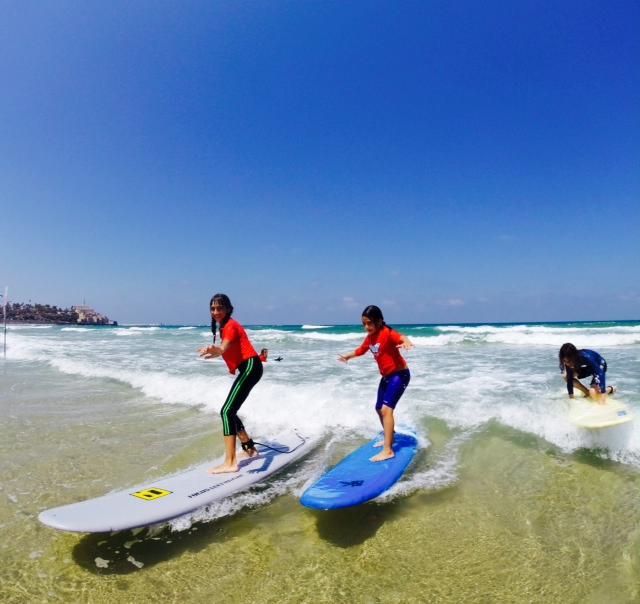 קייטנת גלישת גלים בתל אביב