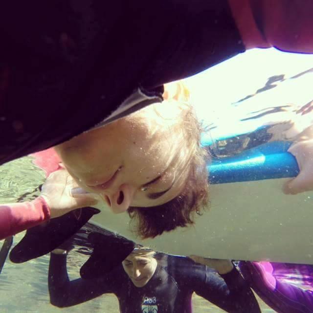 תירגול צלילה בגלישהבקורס גלישה לנשים מאיהסרפ