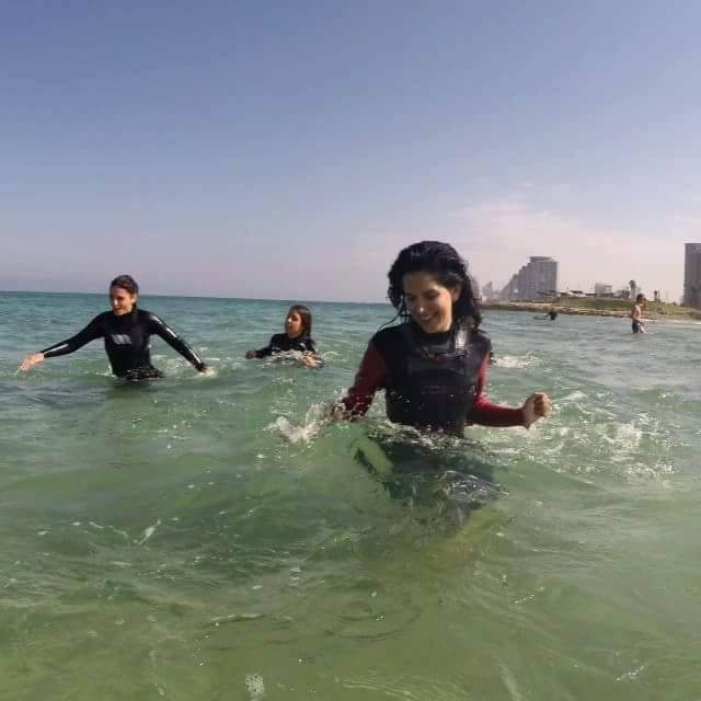 תירגול ריצה במים קורס גלישה לנשים
